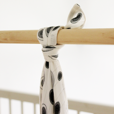 Je Suis Baby Button print 100% bamboo swaddle